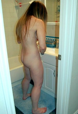 Long haired pale girlfriend shows her..