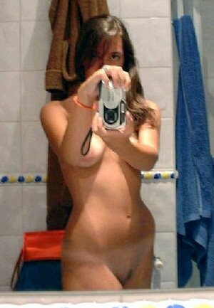 Homemade nude selfies from young coeds