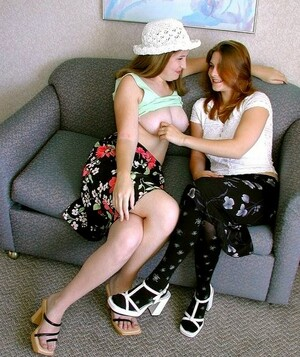Two horny lesbain teens kissing and..
