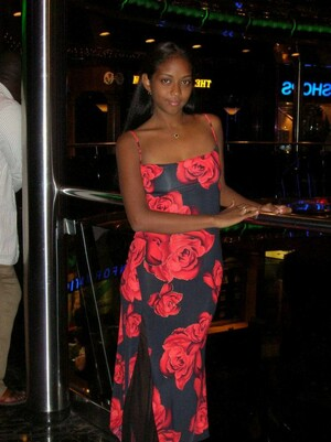 Young ebony beauty undresses and gives..